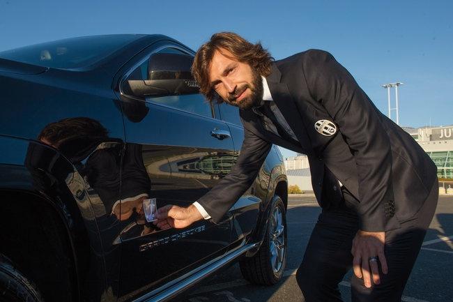 Sao Juventus rinh ve 27 xe Jeep dap hop hinh anh 6
