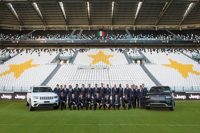 Sao Juventus rinh ve 27 xe Jeep dap hop hinh anh 3