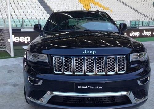 Sao Juventus rinh ve 27 xe Jeep dap hop hinh anh 7
