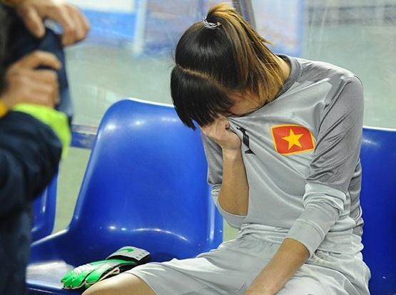DT nu Viet Nam gui loi xin loi nguoi ham mo hinh anh