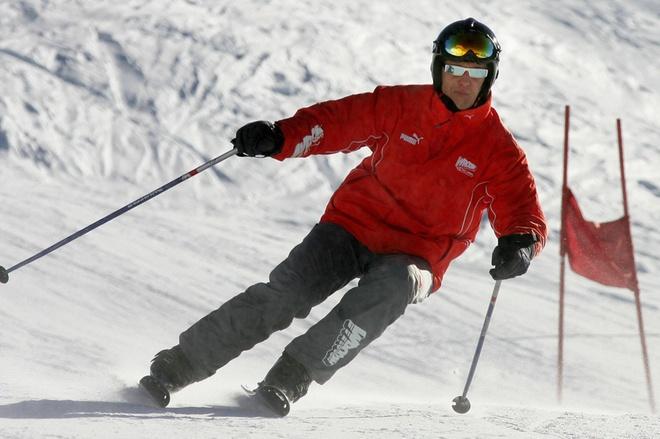 Michael Schumacher co the thoat chet nho mu bao hiem hinh anh