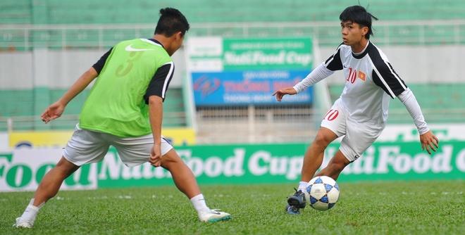 U19 Viet Nam ren the luc truoc tran gap AS Roma hinh anh