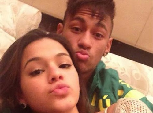 Quen thoi trang hoa, Neymar bi bo da dau hinh anh