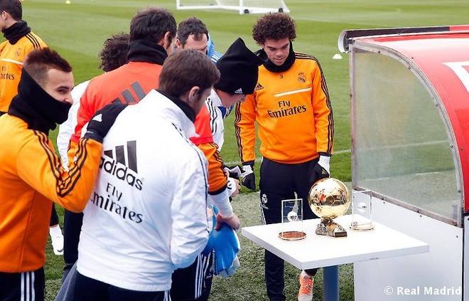 Sao Real to mo xem Qua bong vang cua Ronaldo hinh anh