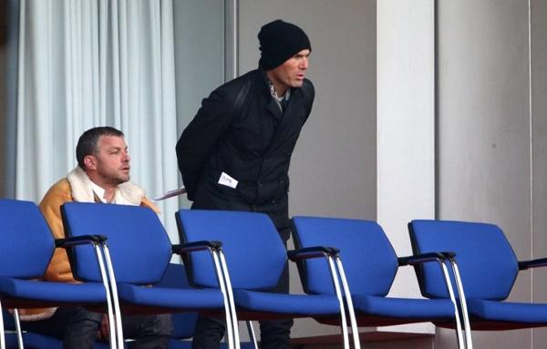 Zidane thap thom nhin con trai da bong hinh anh