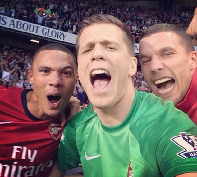 Dan sao Arsenal chup anh tu suong an mung chien thang hinh anh