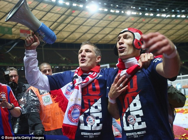 M.U muon day nhanh tien do chieu mo cap sao cua Bayern hinh anh