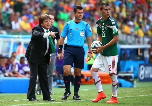 Thua tuc tuoi, HLV Mexico muon trong tai cung phai ve nuoc hinh anh