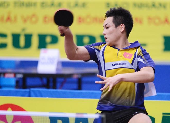 Doan Kien Quoc: Gung cang gia cang cay hinh anh 3 Tay vợt Lê Tiến Đạt là VĐV vừa đạt huy chương bạc tại SEA Games 27, với kỹ thuật và sức trẻ Tiến Đạt đang là ứng cử viên số 1 cho chức vô địch đơn nam