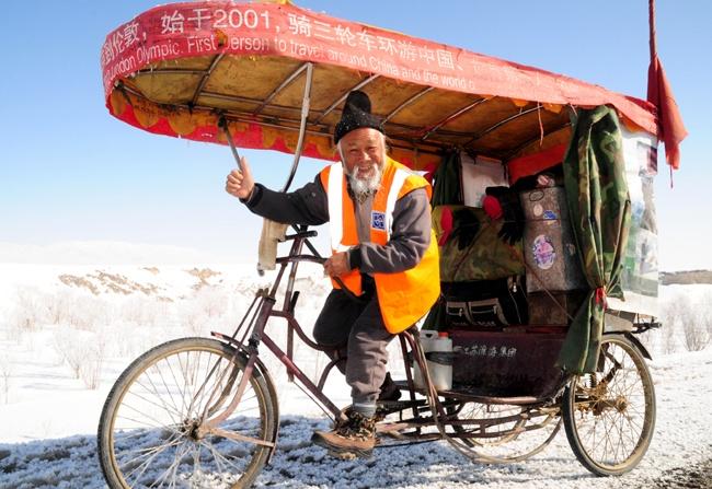 Lao nong Trung Quoc dap xe qua 16 nuoc de xem Olympics hinh anh
