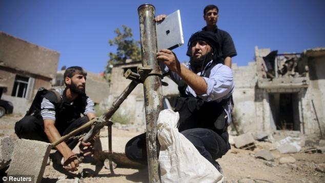 'Chien binh sanh dieu' dung iPad de ban sung coi tai Syria hinh anh