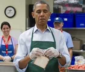 Obama deo tap de phuc vu nhan vien chinh phu hinh anh