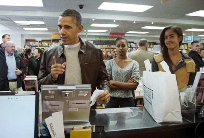 Obama tu mua sach sau 'thu sau den' hinh anh