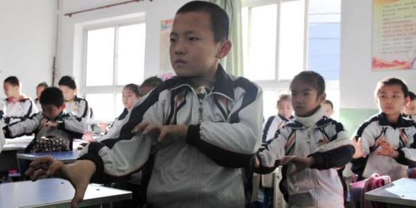 Hoc sinh Trung Quoc luyen kung fu de chong o nhiem hinh anh 6