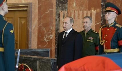 Putin tien biet nguoi sang che sung AK-47 huyen thoai hinh anh