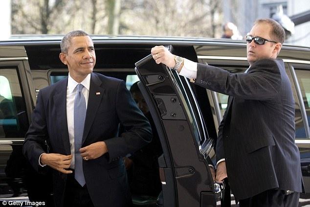 Mat vu cua Obama bi duoi ve nuoc vi say xin hinh anh