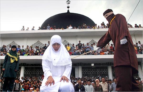Goa phu Indonesia bi ham hiep tap the vi yeu dan ong co vo hinh anh 1