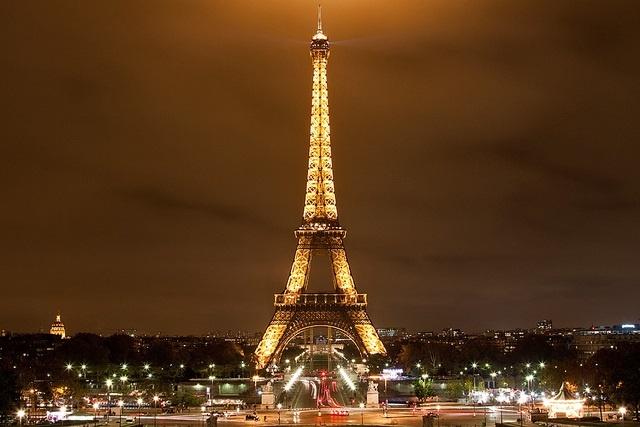 1. Quá trình xây dựng tháp Eiffel diễn ra trong hai năm, hai tháng và 5 ngày. Người ta chính thức hoàn thiện công trình này vào ngày 31/3/1889.