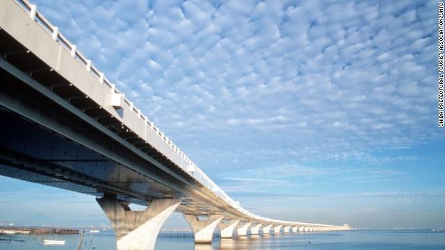 9 duong ham ky vi nhat the gioi hinh anh 3 Đường hầm Aqua trông giống một cây cầu.
