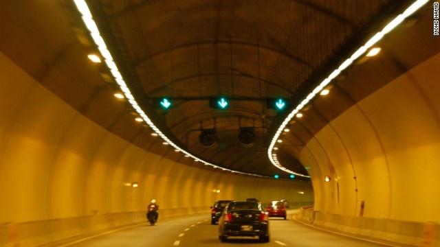 9 duong ham ky vi nhat the gioi hinh anh 7 Đường hầm Smart có tổng chiều dài là 9,7 km.