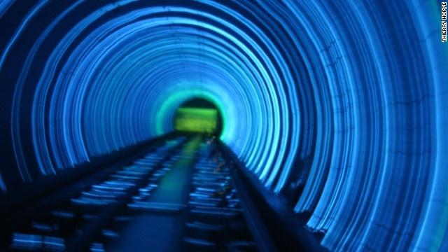9 duong ham ky vi nhat the gioi hinh anh 8 Bund Sightseeing là đường hầm dưới nước.