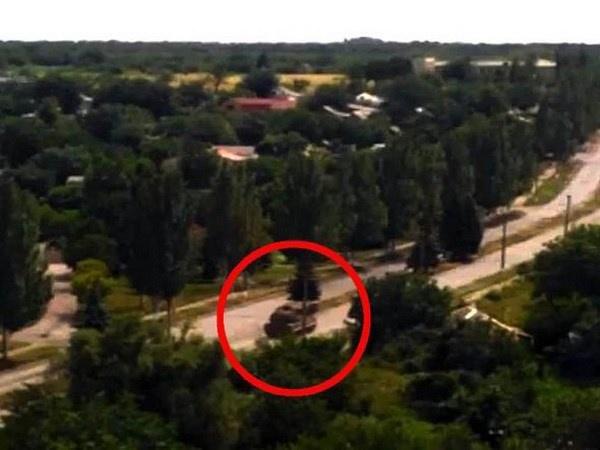 Video xe cho ten lua nghi da ban MH17 xuat hien hinh anh