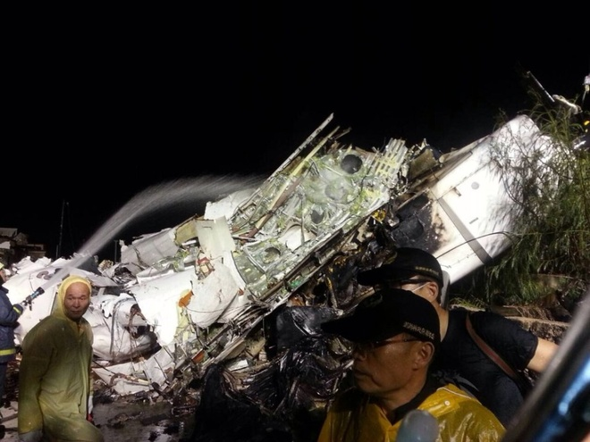 Gia dinh 6 nguoi thiet mang trong tai nan ATR 72 hinh anh