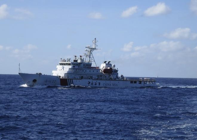 Trung Quoc tap tran lon o Vinh Bac Bo hinh anh 1 Tàu khu trục Trung Quốc tại vùng biển gần với địa điểm mới đặt giàn khoan Hải Dương 981. Ảnh: Reuters