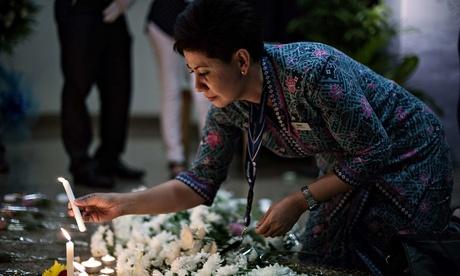 Nguoi nha nan nhan MH370 an ui nhung nguoi cung canh ngo hinh anh