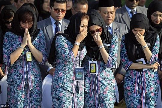 Gan 200 tiep vien Malaysia Airlines nghi viec sau 2 tham hoa hinh anh