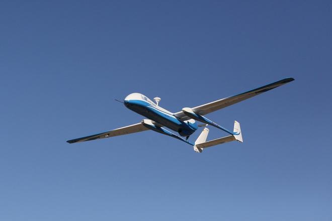 10 may bay khong nguoi lai hien dai nhat the gioi hinh anh 9 Super Heron là sản phẩm của công ty công nghiệp hàng không vũ trụ Israel (IAI). Chúng sở hữu động cơ nhiên liệu nặng và hệ thống đẩy cho phép nó hoạt động liên tục trong 45 tiếng ở độ cao khoảng 9 km và bay xa 1.000 km khi kết nối với hệ thống liên lạc vệ tinh. Điểm mạnh của UAV này nằm ở hệ thống điện tử hiện đại, các khả năng xử lý, sự vận hành linh hoạt và tích hợp những tải trọng đa dạng. Ảnh: i24news
