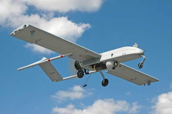 10 may bay khong nguoi lai hien dai nhat the gioi hinh anh 7 Máy bay ném bom không người lái của Mỹ RQ-7 Shadow có chiều dài 3,6m, sải cánh 6,1 m. Chúng có thể hoạt động liên tục trong vòng 9 giờ và phát giác mục tiêu cách trung tâm tác chiến 125 km. Ảnh: Suanews