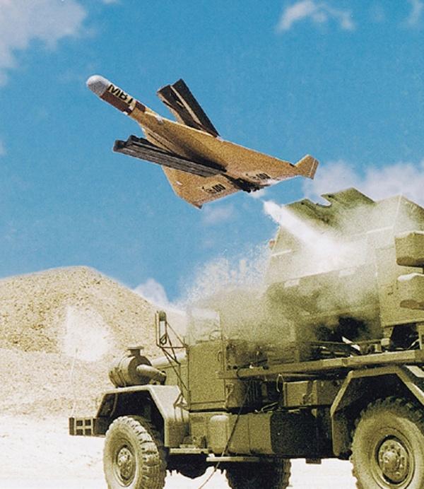 10 may bay khong nguoi lai hien dai nhat the gioi hinh anh 8 IAI Harpy,là sản phẩm của tập đoàn công nghiệp hàng không vũ trụ Israel IAI. Chúng mang những đặc điểm của một tên lửa tấn công, huỷ diệt nhưng nó được trang bị những khả năng ưu việt mà các tên lửa hành trình, thông minh khác không không có. Nhiệm vụ chính của IAI Harpy là dò tìm và tấn công các trận địa tên lửa và ra đa cảnh báo dẫn đường hoả lực của đối phương. Ảnh: Isrealiweapon
