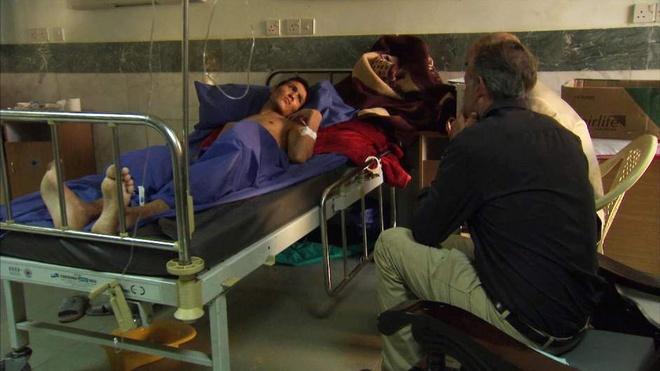 Loi ke lanh lung cua chien binh Hoi giao danh bom lieu chet hinh anh 1 Chiến binh Hồi giáo Horr Jaffer đang điều trị tại một bệnh viện quân y ở Iraq. Ảnh: Sky News