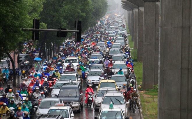 Ac mong giao thong Ha Noi len bao nuoc ngoai hinh anh 1 Đường phố đông đúc xe máy và ô tô tại Hà Nội. Ảnh minh họa: Tuổi Trẻ