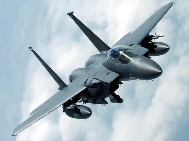 My se mat toi 10 ty USD moi nam de khong kich IS hinh anh 1 Chiến đấu cơ F-15 của Mỹ tham gia chiến dịch không kích IS tại Syria. Ảnh: Telegraph