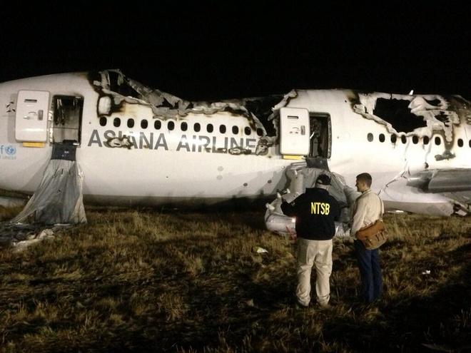 Nhiem vu nguy hiem it nguoi biet cua tiep vien hang khong hinh anh 2 Hiện trường tai nạn máy bay của hãng Asiana tại San Francisco năm 2013. Ảnh: NTSB