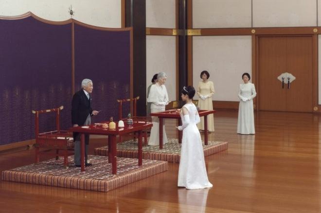 Cong chua Nhat Ban ket hon voi thuong dan hinh anh 1 Công chúa Noriko trong một buổi tiệc tại Cung Điện Hoàng Gia ở Tokyo hôm 2-10, vài ngày trước khi cử hành lễ cưới. Ảnh: Reuters