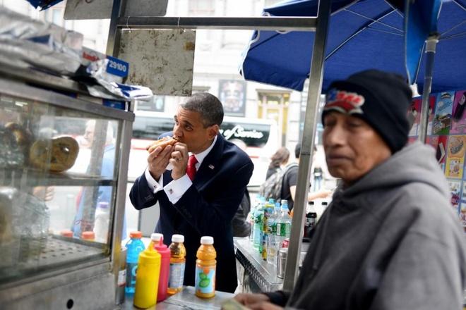 Ortiz thường giới thiệu bản thân là Bronx Obama. Anh nhận vai  tổng thống Mỹ trung bình khoảng 2 - 3 lần/tuần. Cựu nhân viên của tập đoàn viễn thông Verion thường đóng vai ông chủ Nhà Trắng trong nhiều quảng cáo trên TV hay xuất hiện tại các bữa tiệc, hội nghị và thậm chí đóng vai vị khách bất ngờ ở đám cưới.
