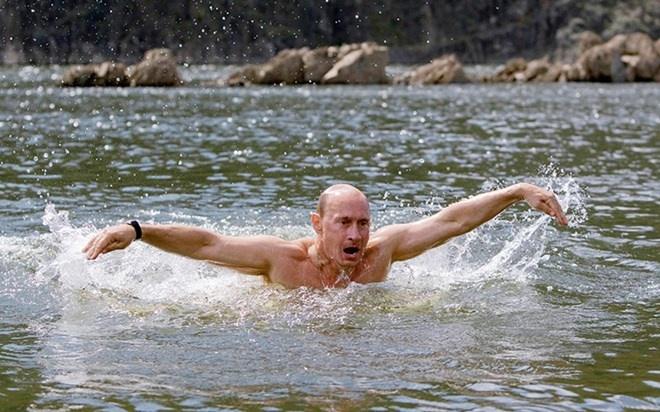 Tong thong Putin duoc tang huan chuong ve boi loi hinh anh