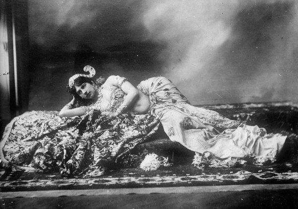 Cuoc doi song gio cua nu diep vien huyen thoai hinh anh 2 Năm 1889, sự nghiệp của người bố phá sản. Ông ly dị vợ. Margaretha về sống với người chú.