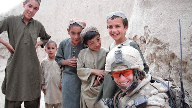 Nhung ngay gian kho cua nu dai uy o chien truong Afghanistan hinh anh