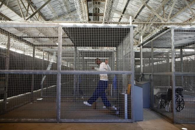 Canh song trong long sat cua pham nhan o My hinh anh 15 Theo các thống kê về nhà tù Mỹ, khoảng 80.000 tù nhân bị biệt giam, gồm 25.000 người chịu án biệt giam lâu dài.
