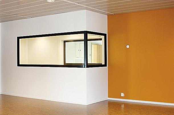 Ben trong nha tu nhan van nhat the gioi hinh anh 8 Những nhà thiết kế đã sử dụng 18 màu sắc khác nhau để tạo sự đa dạng và tạo cảm giác tích cực cho tù nhân. Các phòng giam sẽ được sơn màu xanh lá cây, trong khi thư viện và các khu vực khác có màu cam. Nhà khách sẽ gồm hai phòng ngủ. Đây là nơi từ nhân tiếp đón gia đình họ.