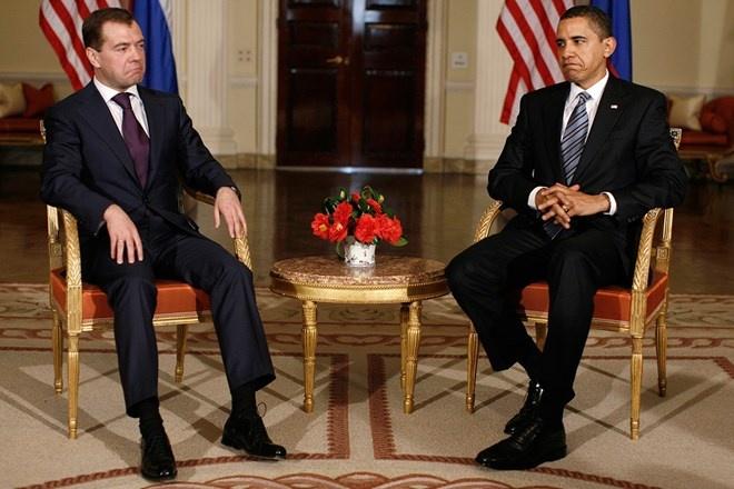 Nhung phut boi roi hai huoc cua cac nha lanh dao the gioi hinh anh 2 Tổng thống Mỹ Barack Obama và người đồng cấp Nga Dmitry Medvedev gặp nhau tại G20 năm 2009.