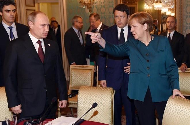 Thu tuong Duc Merkel cuc luc chi trich Tong thong Nga Putin hinh anh 1 Tổng thống Nga Vladimir Putin và Thủ tướng Đức Angela Merkel có mối quan tâm chung về Ukraine. Ảnh tại Hội nghị ASEM ở Italy hồi tháng trước (Nguồn: Getty)