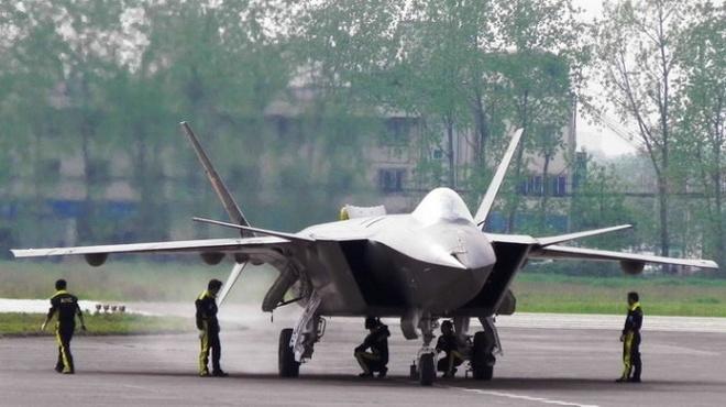 Chiến đấu cơ J-20 của Trung Quốc bị chê là hàng nhái - Ảnh: Avioners