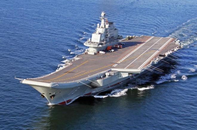 Tàu sân bay Liêu Ninh của Trung Quốc nhỏ và cũ so với các tàu sân bay hạt nhân của Mỹ - Ảnh: Japan Times
