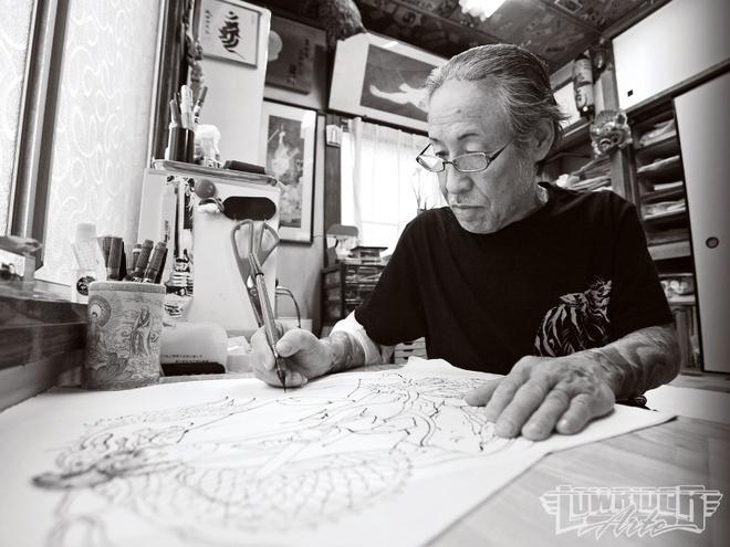 Phut trai long cua nghe si xam tro cho Yakuza hinh anh 1 Ông Yoshihito Nakano phác thảo một mẫu hình xăm. Ảnh: lowriderarte