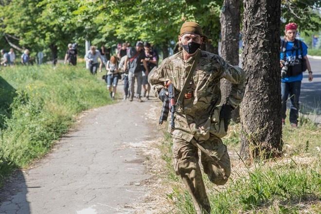 Vung ly khai Donetsk tuyen bo trong 'tinh trang chien tranh' hinh anh